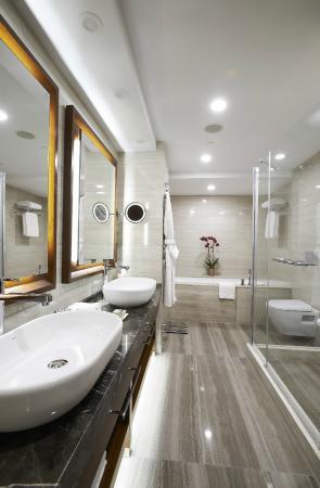 Divan Mersin: Suite Bathroom