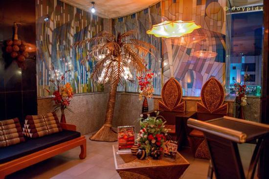 Thai Thai Restaurant: entrance, second floor
