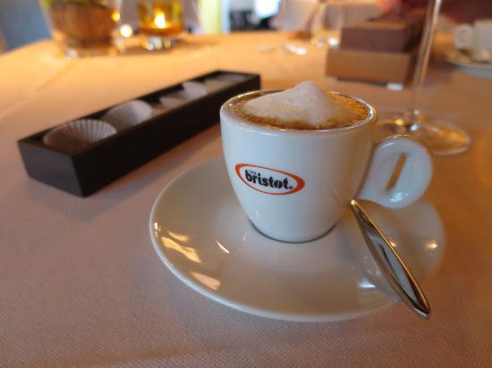espresso macchiato bild von restaurant esszimmer salzburg tripadvisor. Black Bedroom Furniture Sets. Home Design Ideas