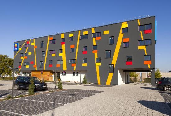Parking privatif foto di comfort hotel expo colmar for Hotels colmar