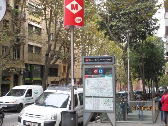 Atica Apartamentos: pobliskie wejście do metra