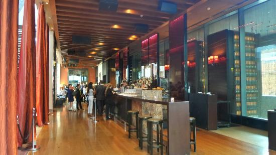 Zetabar: Cosmopolitan City Cocktail Rooftop Bar (with excellent waitstaff! ) 🍸