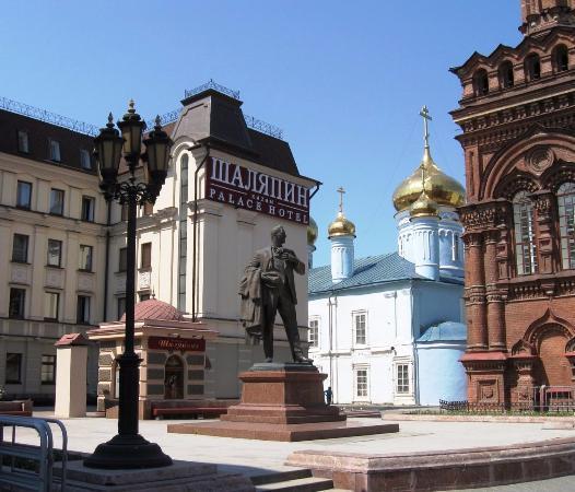 Памятник Фёдору Ивановичу Шаляпину