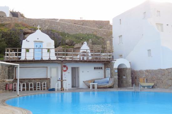 Mykonos View Hotel: Pool Bar & Shower/Change Area