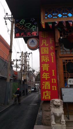 Feel Inn : papan nama hostel terlihat dari jalan