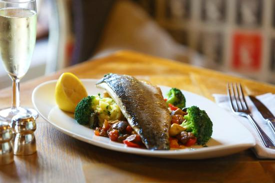 Our fish picture of the spread eagle rolleston on dove for Food bar rolleston
