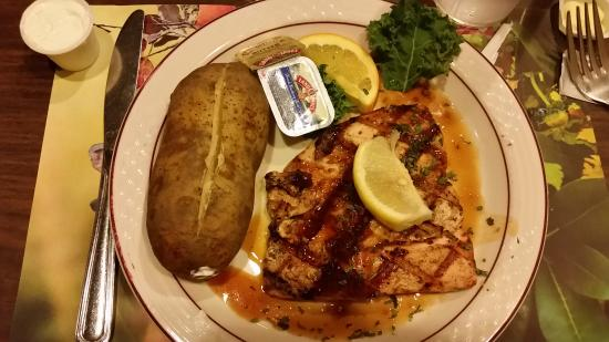 Wellsville, NY: JD Grill Salmon