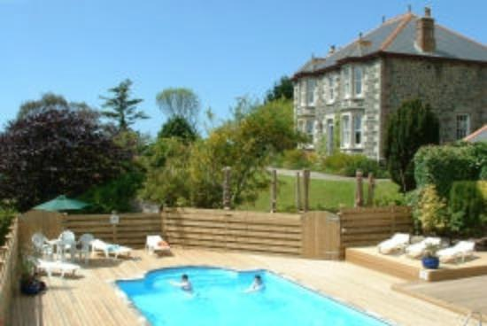 Cury, UK: Nanplough Country House ffrom the pool area