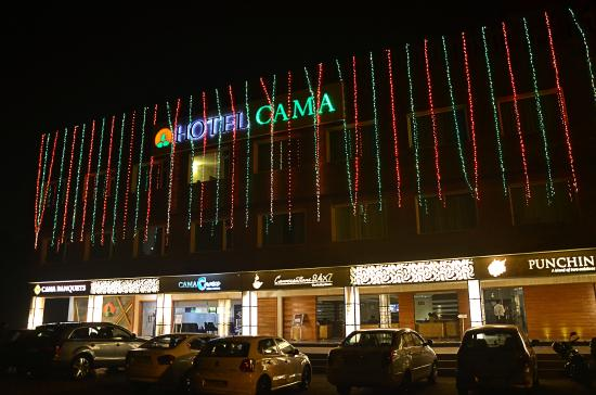 Hotel Cama : Hotel Front night view