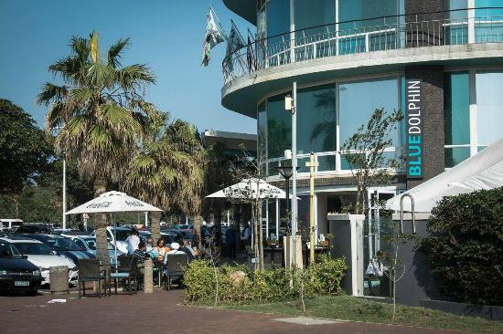 Blue Waters Hotel: Exterior, outside bar