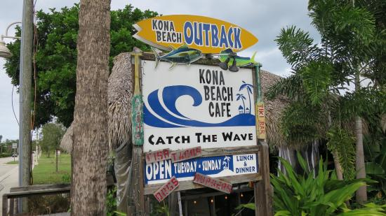 Kona Beach Cafe : You do feel you are at the beach, in Kona!