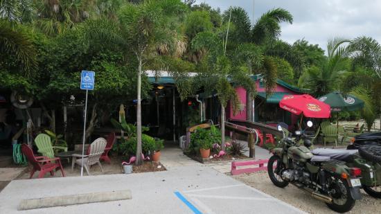 Kona Beach Cafe: An inviting place along Pinapple Avenue in downtown Jensen Beach