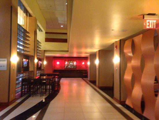 Crowne Plaza Hotel Kansas City - Overland Park: Lobby/bar
