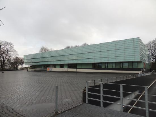 Museum Het Valkhof: Museum exterior