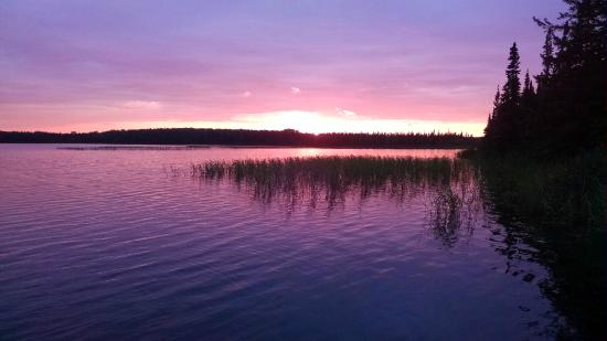 Pickle Lake, Canadá: Sunset at Birch Bark Lodge