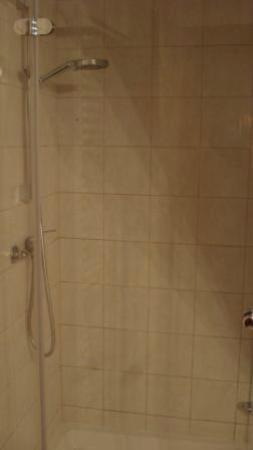 Cerkno, Eslovenia: shower apt 1