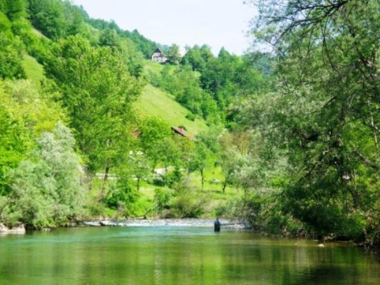 Cerkno, Eslovenia: Idrijca River looking up to tilnik farm