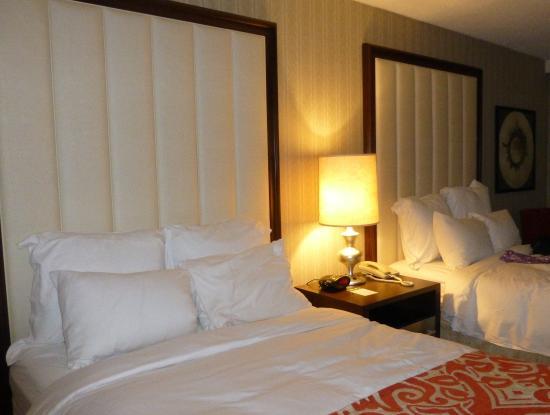 Bedroom Renaissance Picture Of Renaissance Newark Airport Hotel Elizabeth