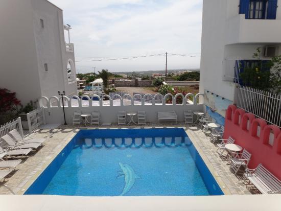 Blue Sky Hotel: бассейн