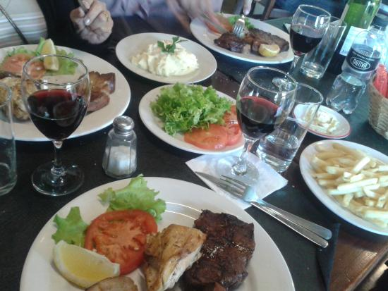 Candombe Resto Bar: Pratos fartos e simples