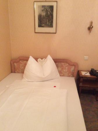 Savoy Hotel Vienna: Кровать