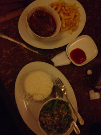 Brujita Bar and Restaurant: goulash and bicol express