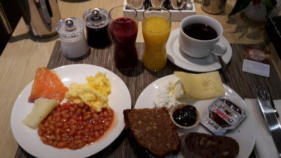 Frühstücksbuffet Immer Frisch Gepresster Orangensaft Bild Von
