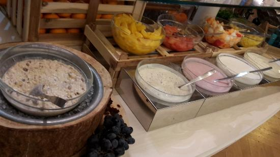 Frühstücksbuffet Viel Variation An Müsli Auch Glutenfrei Bild