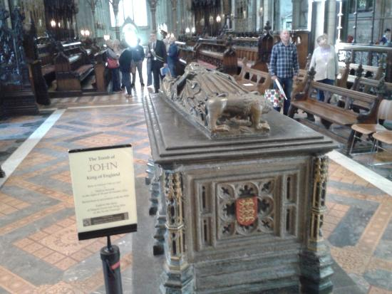 Worcester Cathedral: Tomb