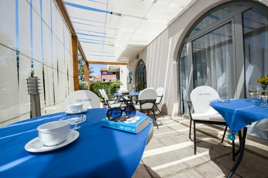 Villa Marea: Seating area by the pool