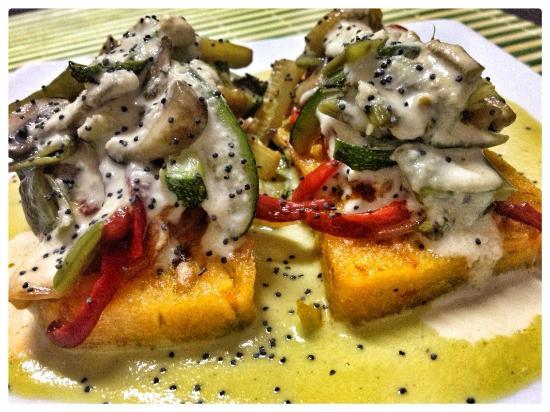 El Girasol Vegetariano : tortitas de polenta, flambeado piquillo, setas, anacardos...