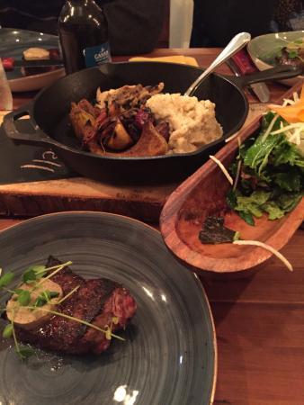 Bay Fortune, Canadá: Steak, veretables, and salad
