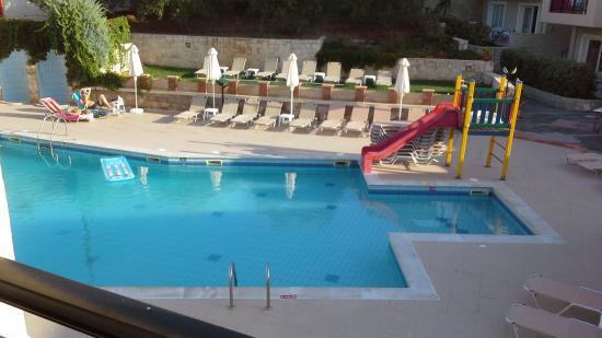 Rainbow Apartments: Pool from balcony