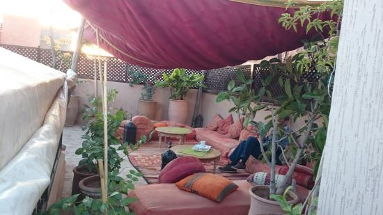 Riad Linda: Relaxing on the terrace