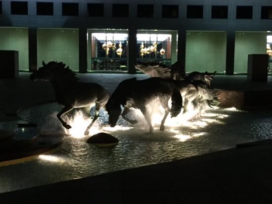 Dallas Marriott Las Colinas: beautiful fountain