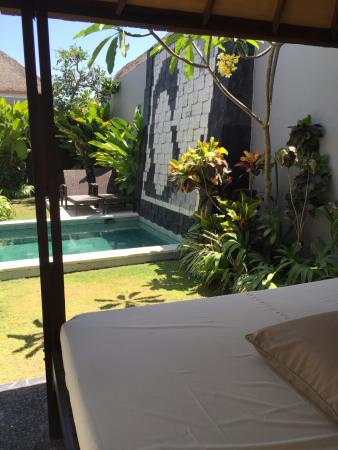 Amor Bali Villa : Relaxing gazebo by the pool