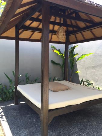 Amor Bali Villa: gazebo by the pool