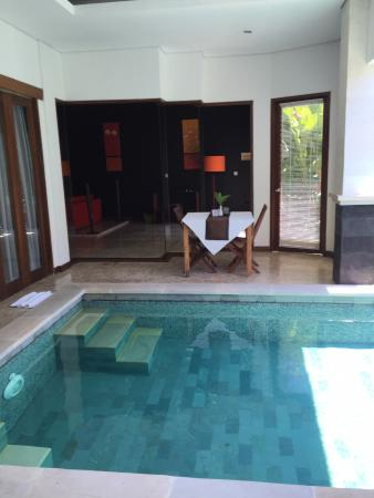 Amor Bali Villa: private pool with dining area