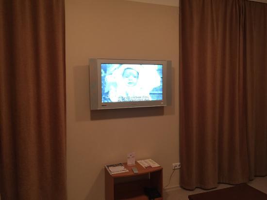 tv in woonkamer - Picture of Narva Hotell, Narva - TripAdvisor
