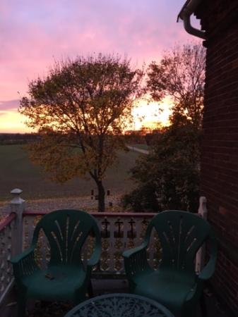 Green Acres Farm Bed and Breakfast: Balcony Sunrise