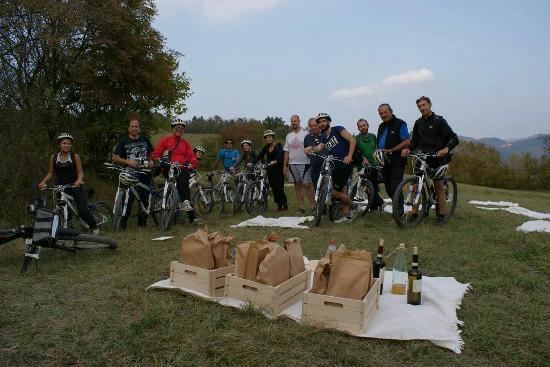Boves, إيطاليا: Disnoiro Alta Langa - i tours di Insite Tours