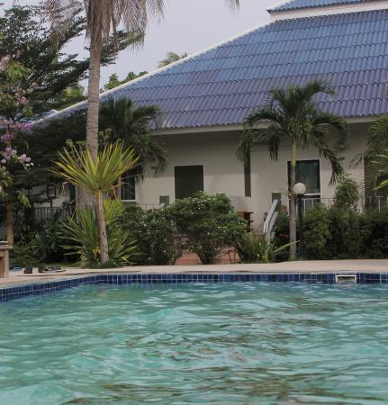 Happy Mind Resort: สระว่ายน้ำบริเวณที่พัก