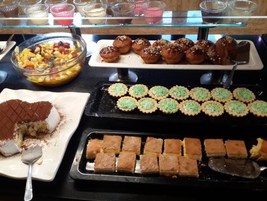 Meryan Hotel: Восточные сладости
