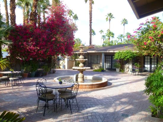 Europa Restaurant: Fountain surrounded by bougainvillea and secluded hotel rooms