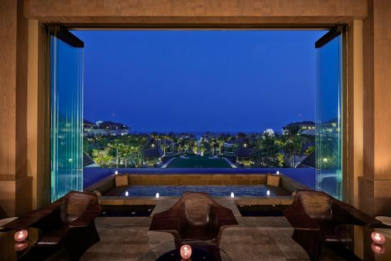 The Ritz Carlton Lounge & Bar