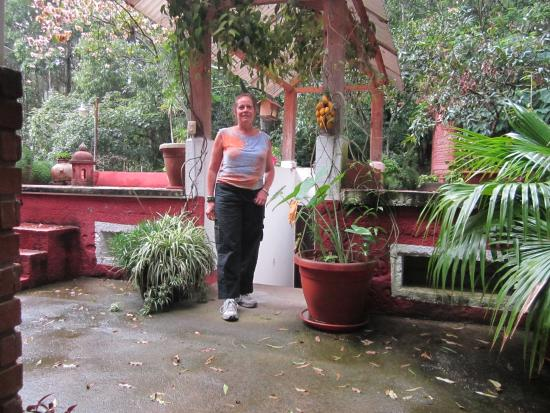 Eco Hotel Uxlabil Guatemala: Hotel Garden Patio