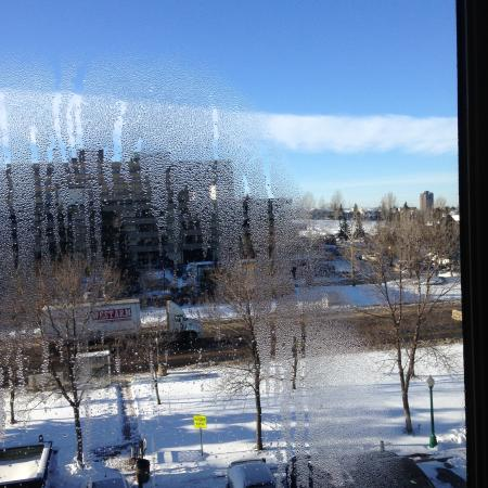 Holiday Inn Conference Ctr Edmonton South: Drafty window