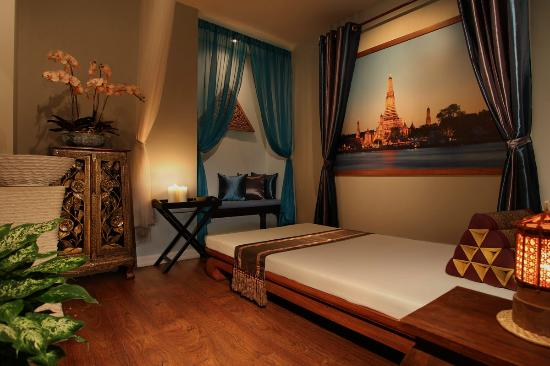 traditional thai massage in our wat arun room temple of. Black Bedroom Furniture Sets. Home Design Ideas
