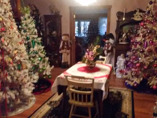 Berry Patch Bed and Breakfast: Christmas Decor at Berry Patch