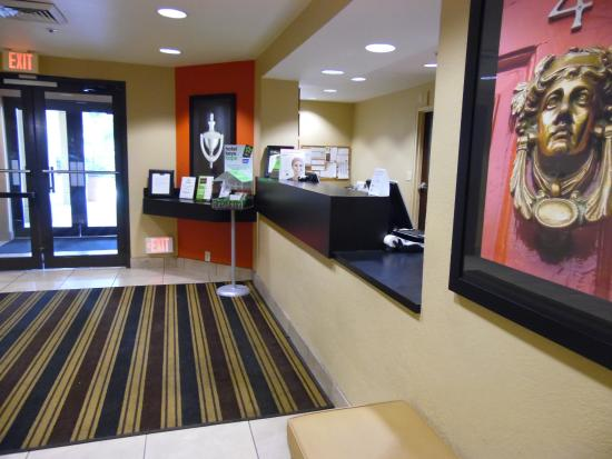 Extended Stay America - Miami - Airport - Doral - 87th Avenue South: Front desk y sector desayuno